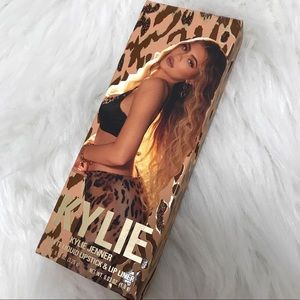 Kylie Cosmetics Can't Be Tamed lip kit
